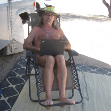 Working while traveling. Common pitfalls of a digital nomadic nudist.