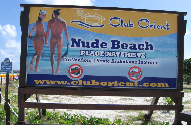 Club Orient naturist No photos sign